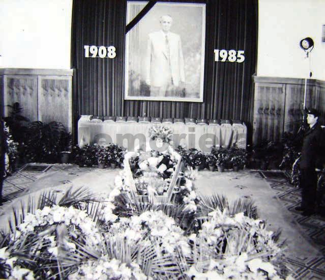 Enveri-i-vdekur-1985