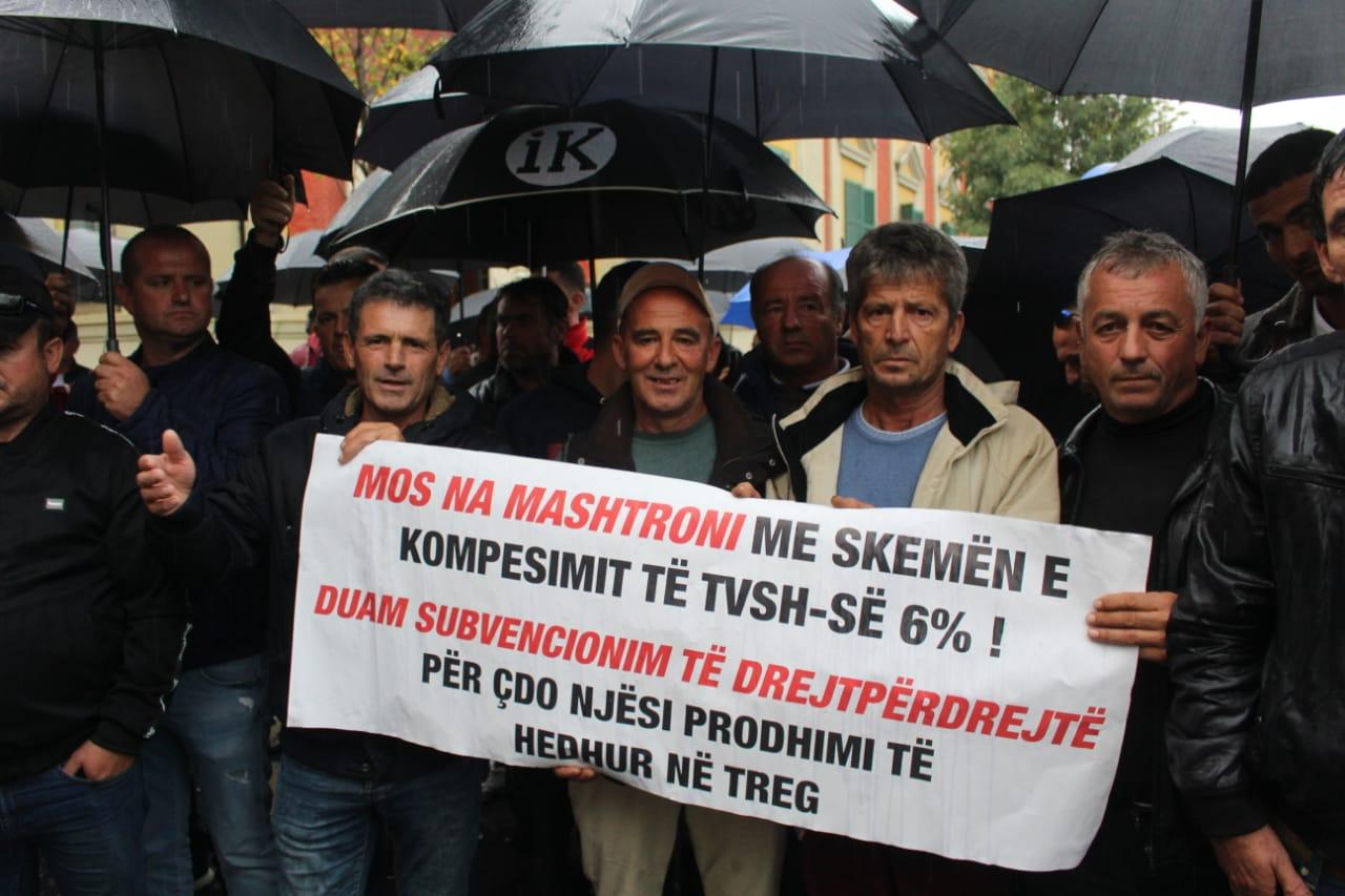 Fermeret ne proteste para Ministrise se Bujqesise (3)