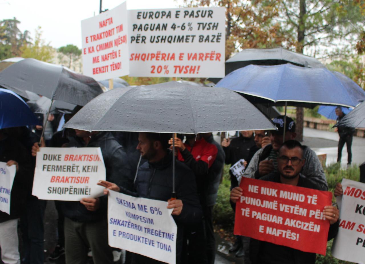 Fermeret ne proteste para Ministrise se Bujqesise (5)