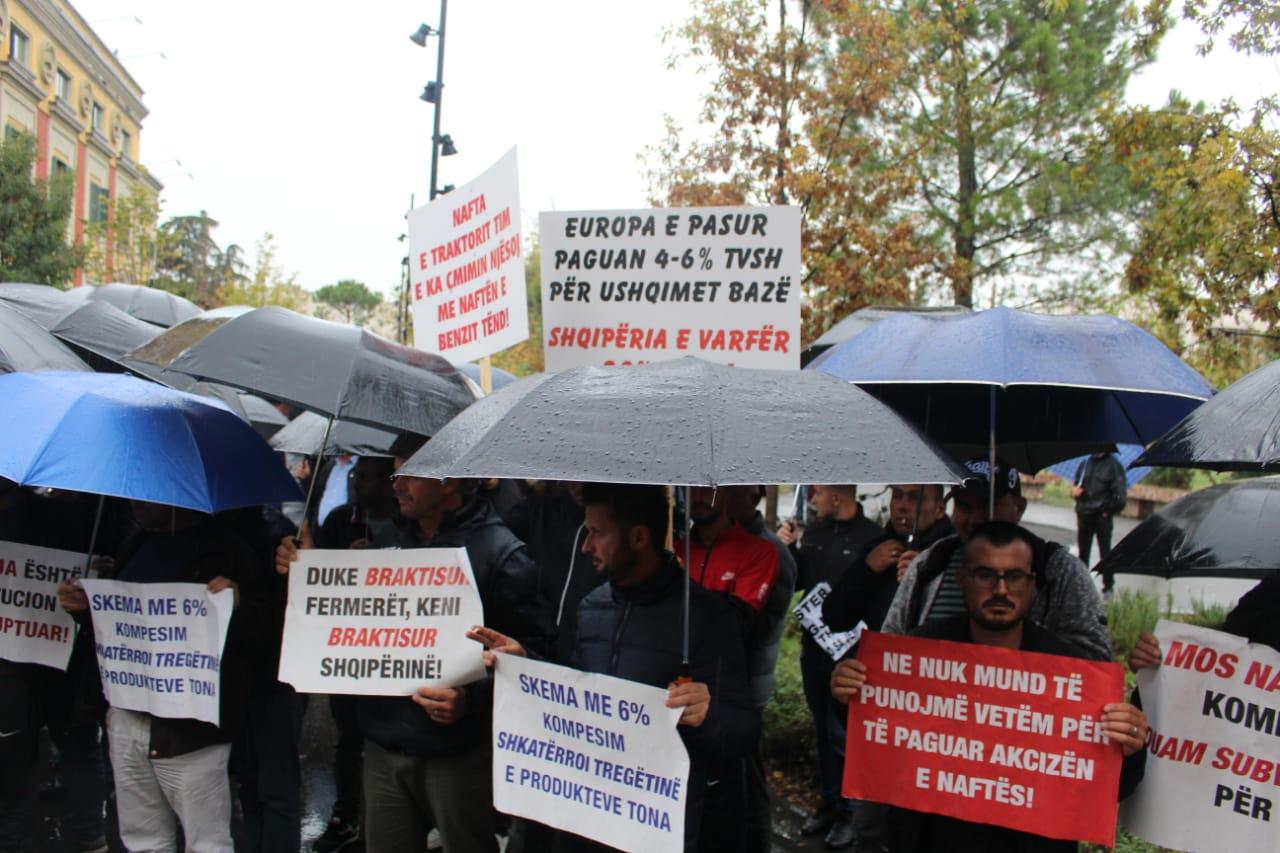 Fermeret ne proteste para Ministrise se Bujqesise (6)