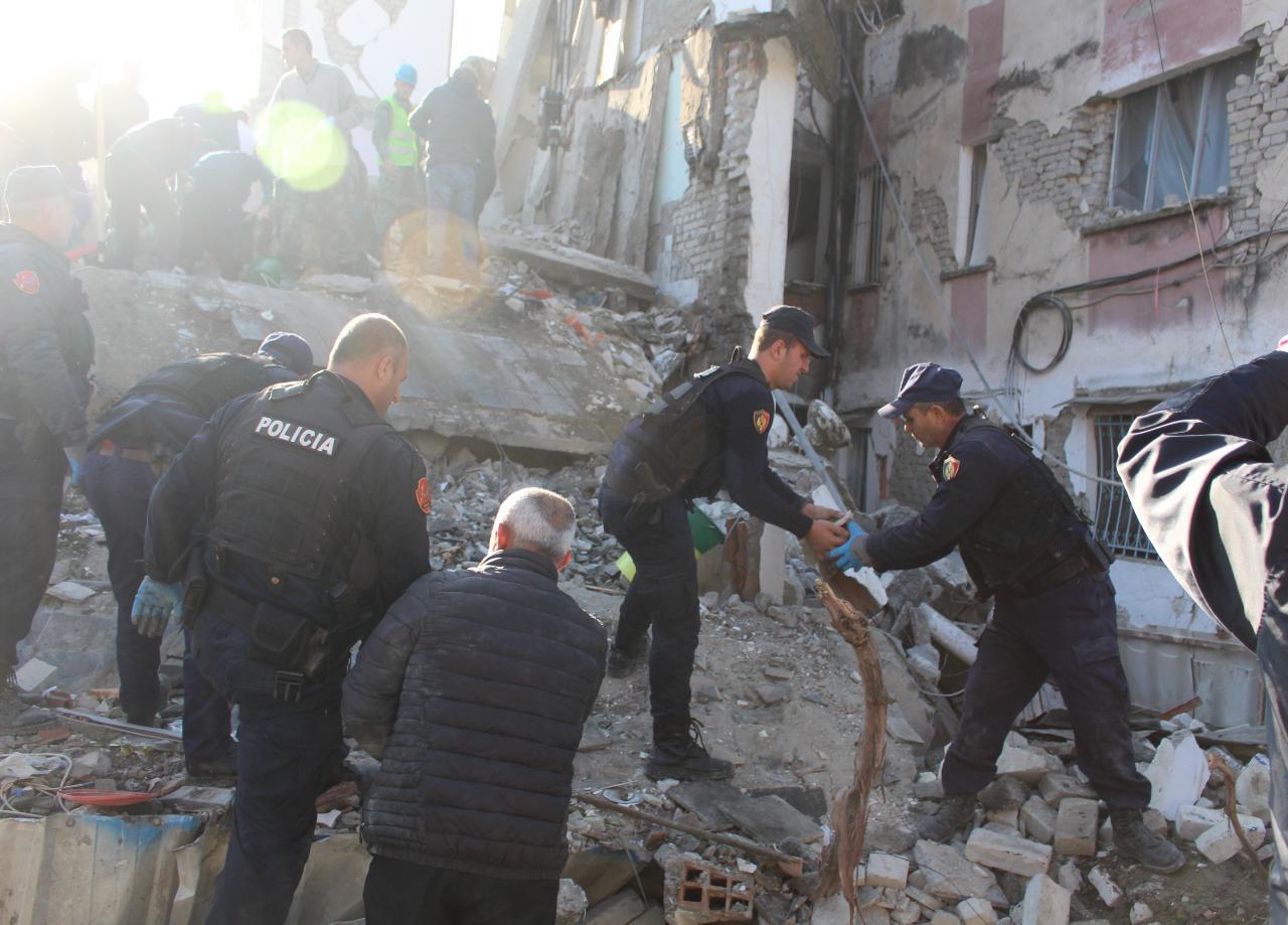 Pasojat e termetit ne Durres-Zona plazhit (6)