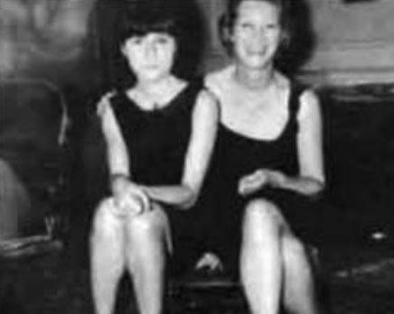 Bashkëshortja e pestë franceze e Iljazit bashkë me vajzën e tyre, Izabela, në vitet '70