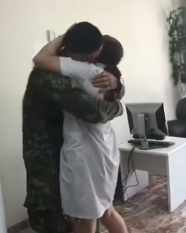 ushtari me nenen