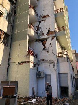 ambasada e SHBA demet termeti (2)