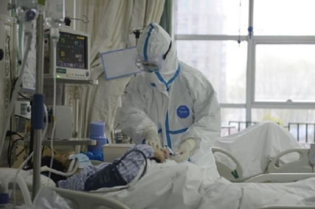 A-Chinese-hospital-has-released-first-pictures-of-doctors-treating-patients-who-have-been-struck-down-by-a-new-deadly-virusA