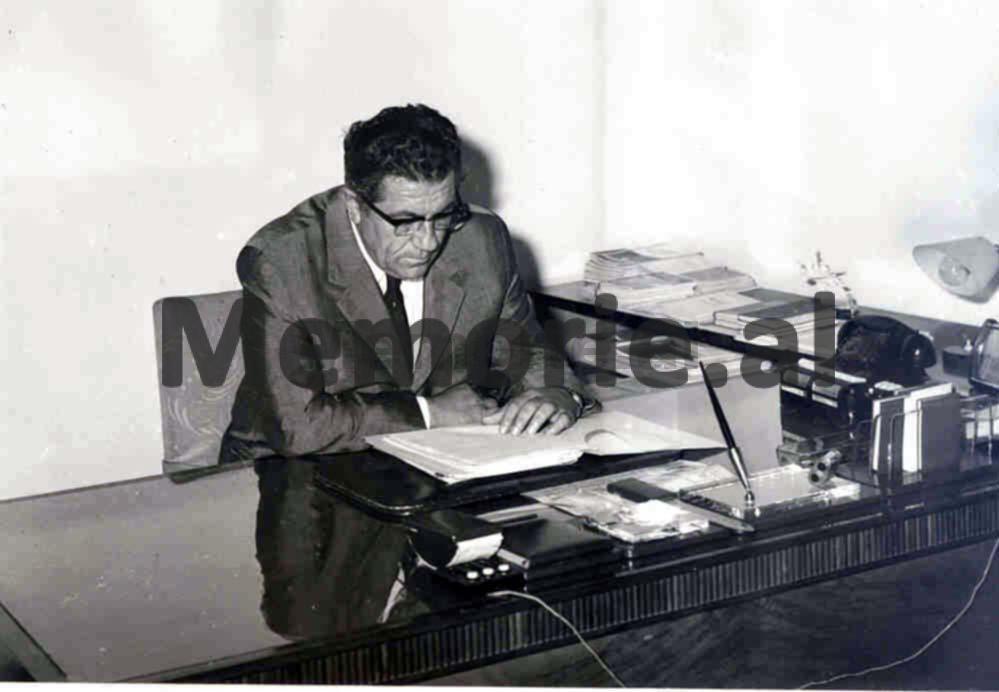 Beqir-Balluku-duke-punuar-ne-zyren-e-tij-ne-MMP.-Foto-e-viteve-70