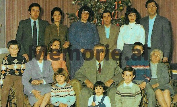Me-familjen-per-Vit-te-Ri-Copy-617x375