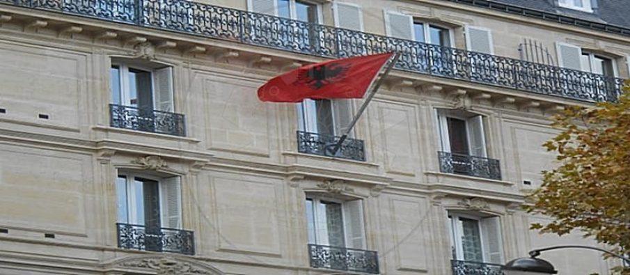 4.-Ambasada-shqiptare-ne-France-concentrate-1-905x395