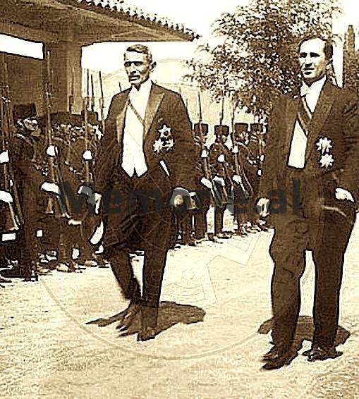 Kryeministri-Pandeli-Evangjeli-dhe-Ministri-i-Brendshëm-Koço-Kotta.Tiranë-1928-concentrate