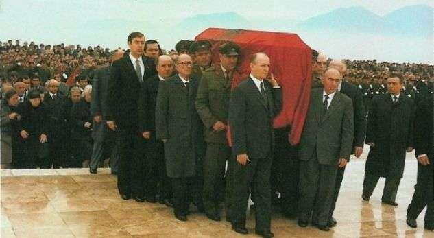 Ceremonia e varrimit të Enver Hoxhës