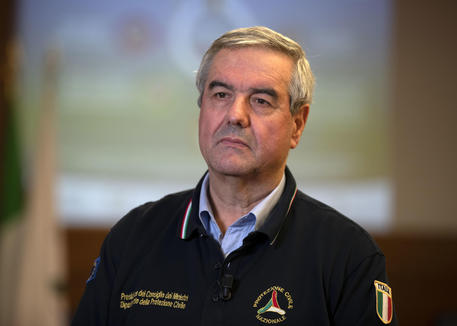 Sintomi febbrili per Borrelli, salta conferenza stampa
