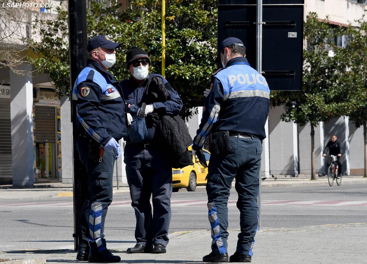 Policia karantinë Gjoba. Ndalimi shëtitjes akti normativ koronavirus1