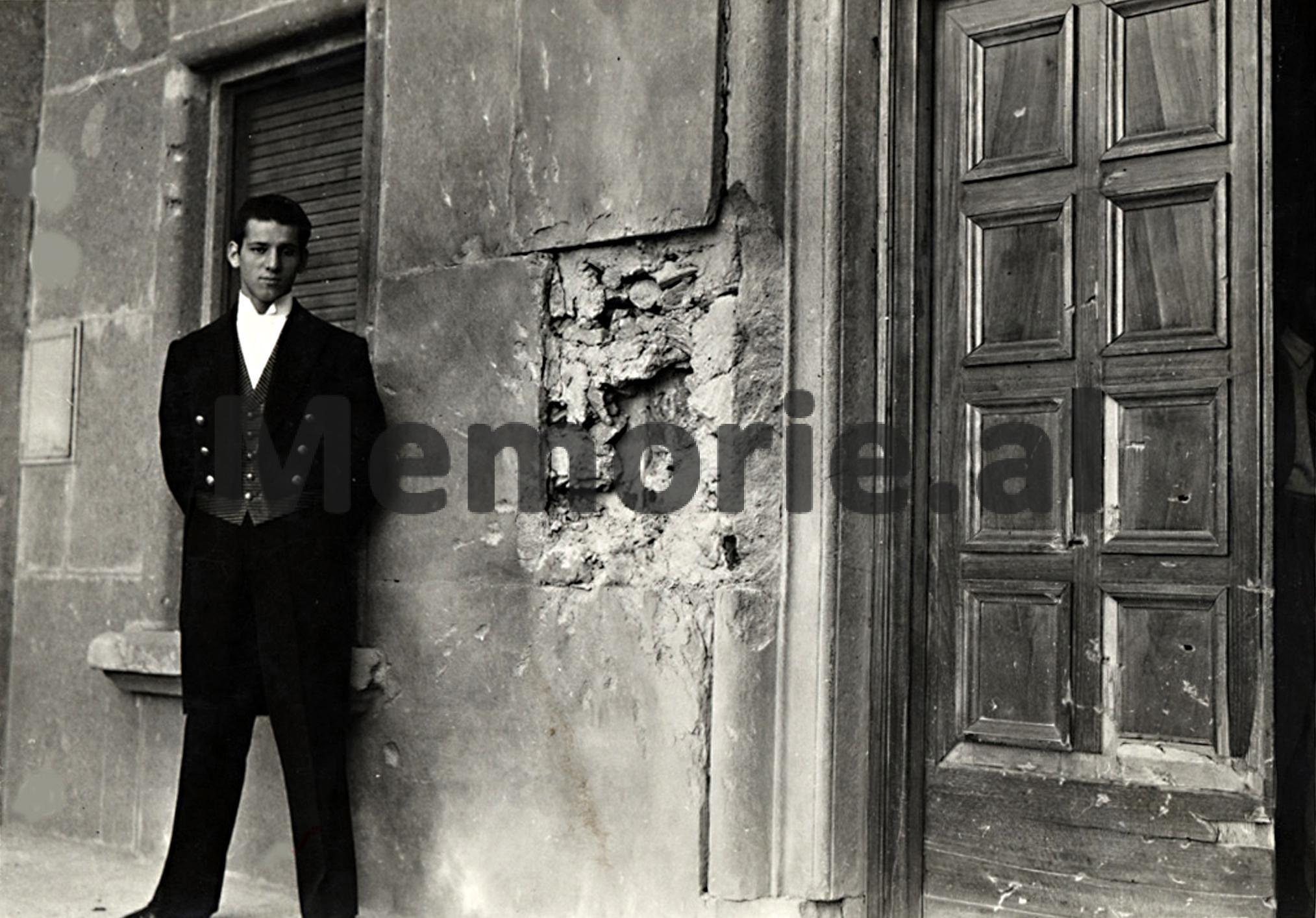 Tiranë-tetor-1943-dëmi-i-bërë-nga-predha-e-dytë-në-murin-e-Pallatit
