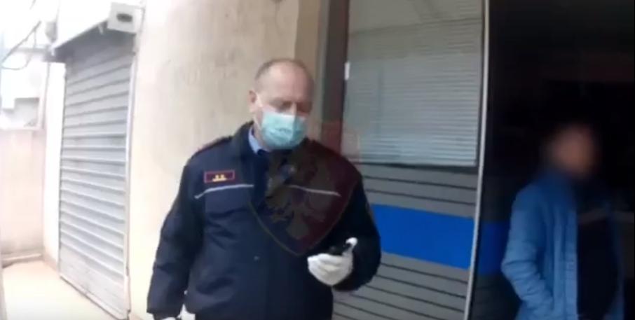 lokal tirane izolim koronavirus policia