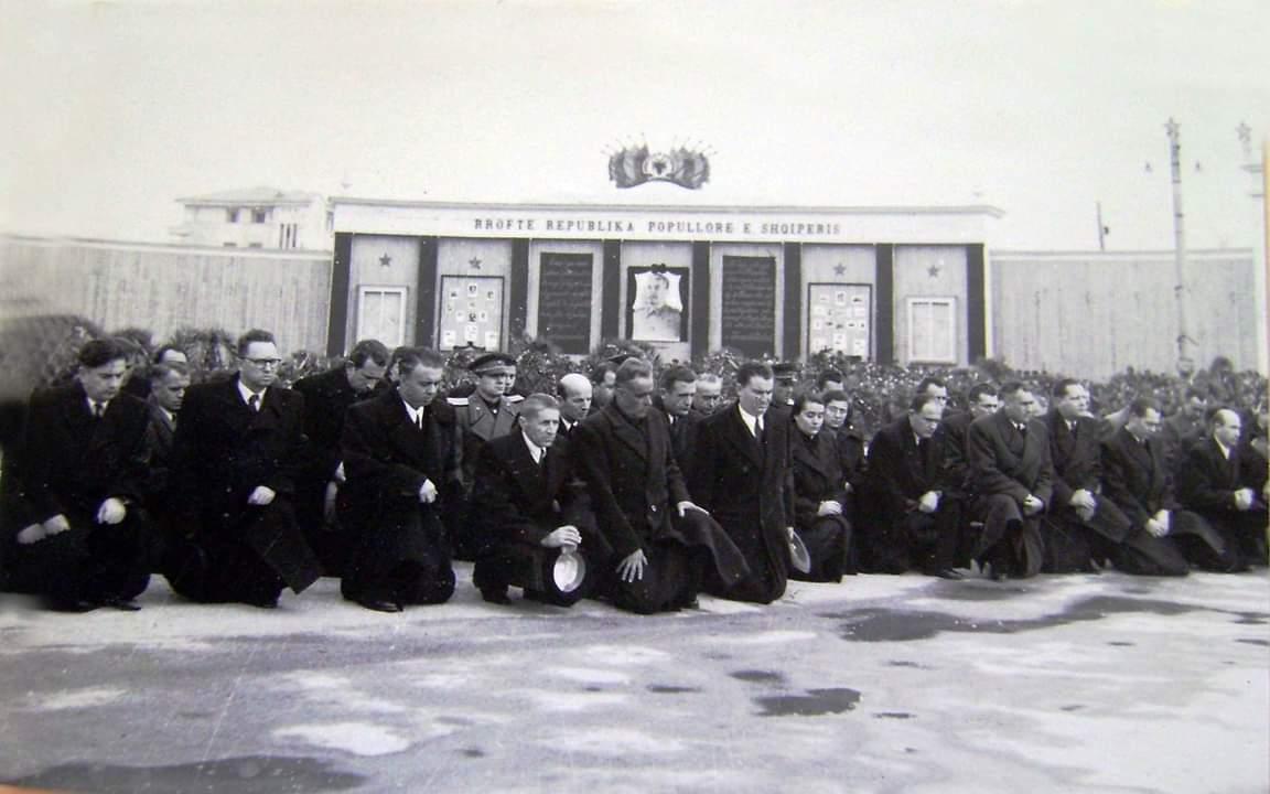 BYROJA POLITIKE E SHQIPERISE, E GJUNJEZUAR PERPARA SHTATORES SE STALINIT NE 5 MARS 1953