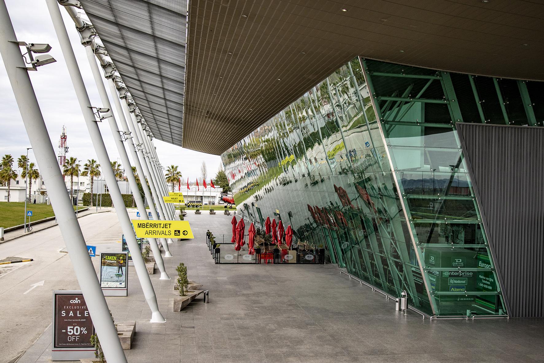 Aeroporti i Rinasit, mbyllja koronavirusi (1)