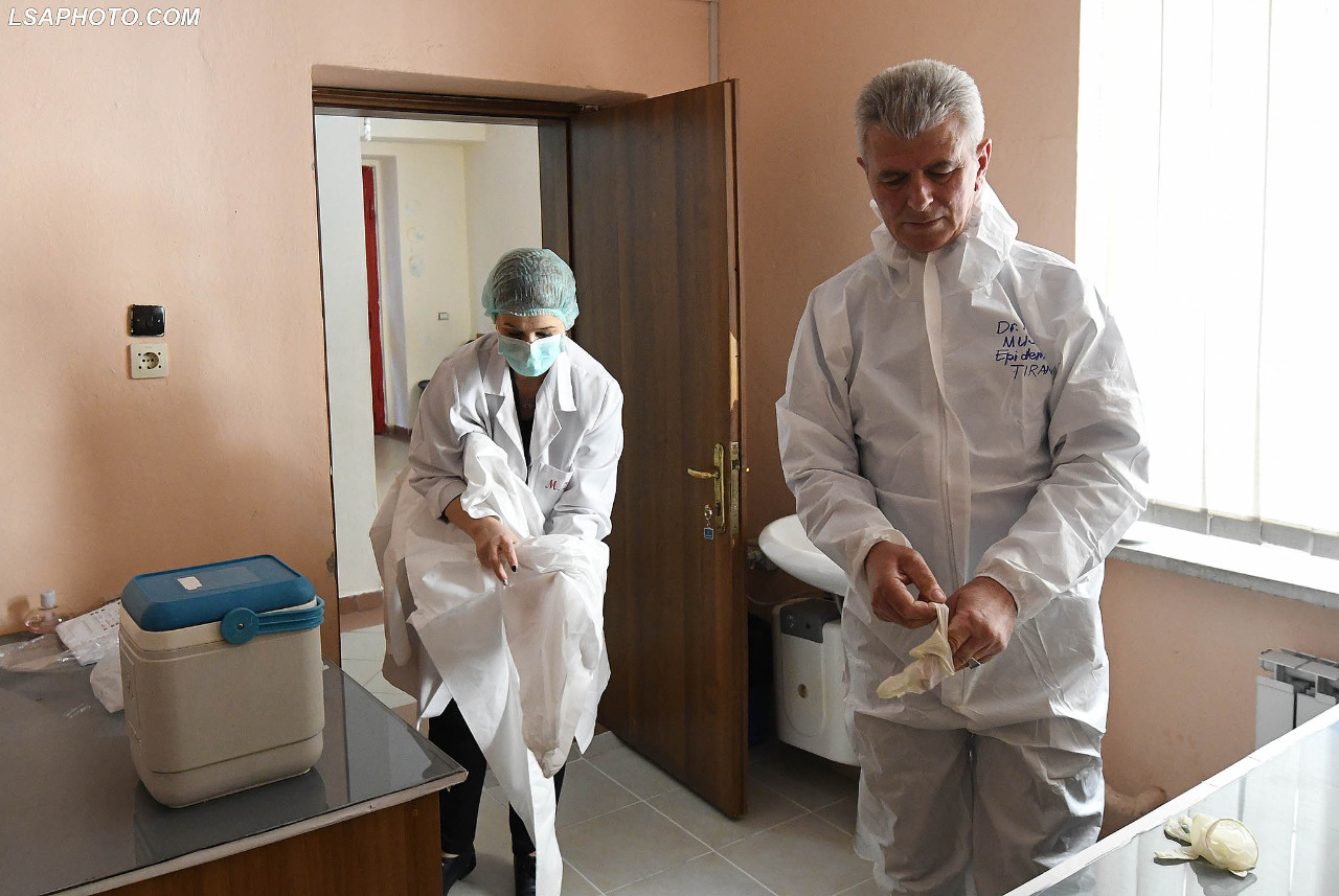 Infektivi-mjeket-tamponet-analiza-koronavirusi-terreni-kontrollet-testet (25)