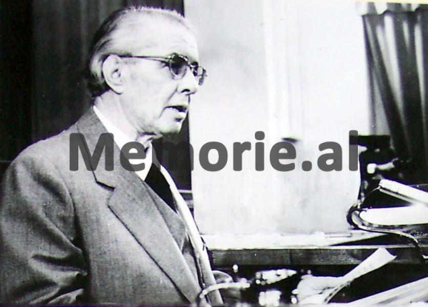 enver-hoxha-1982_8077