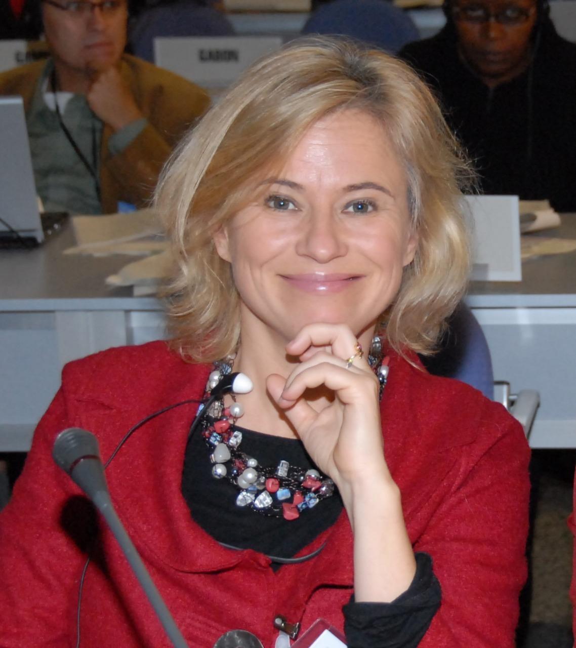 Dr Bettina Menne