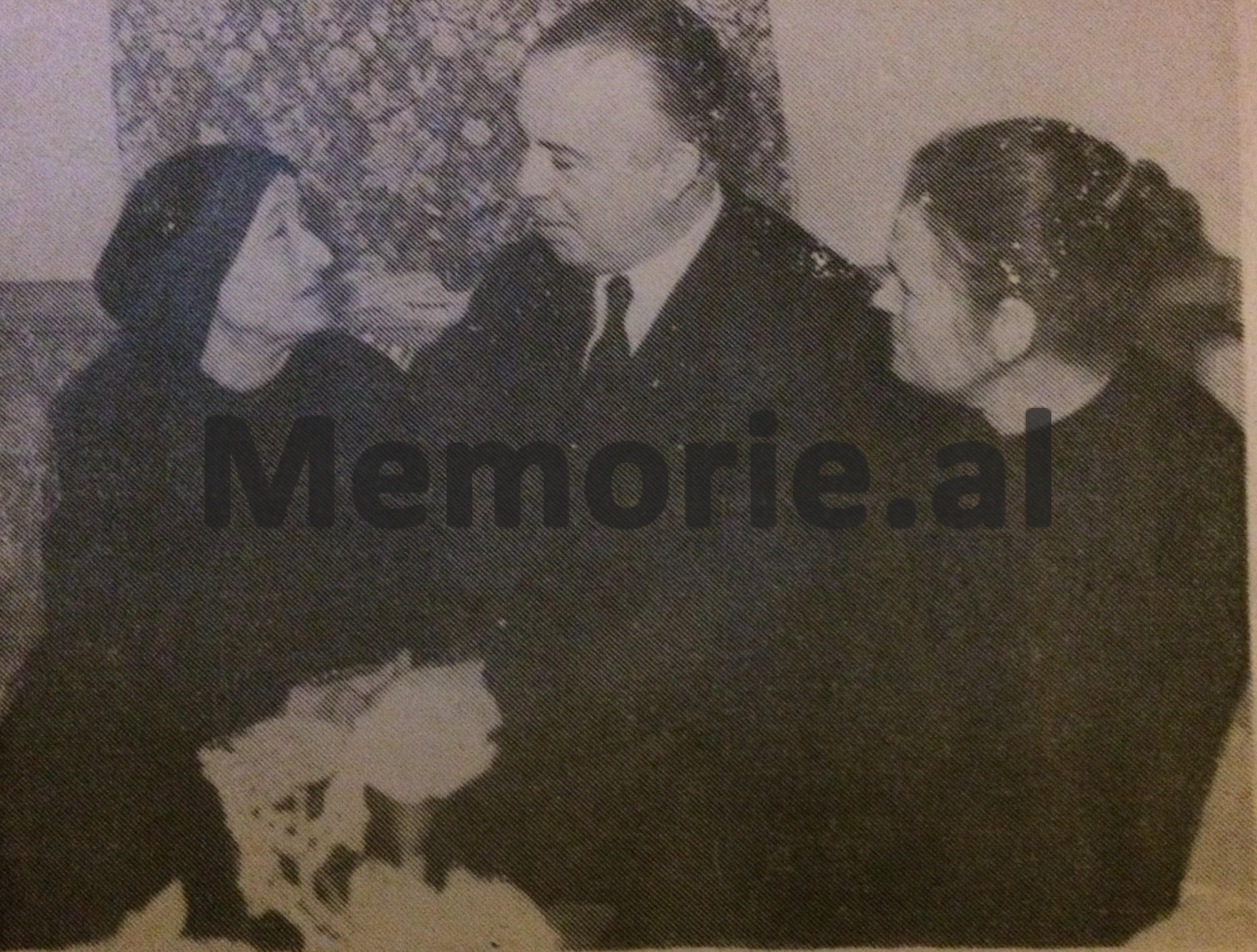 Enver_Hoxha_and_Llacis_family100