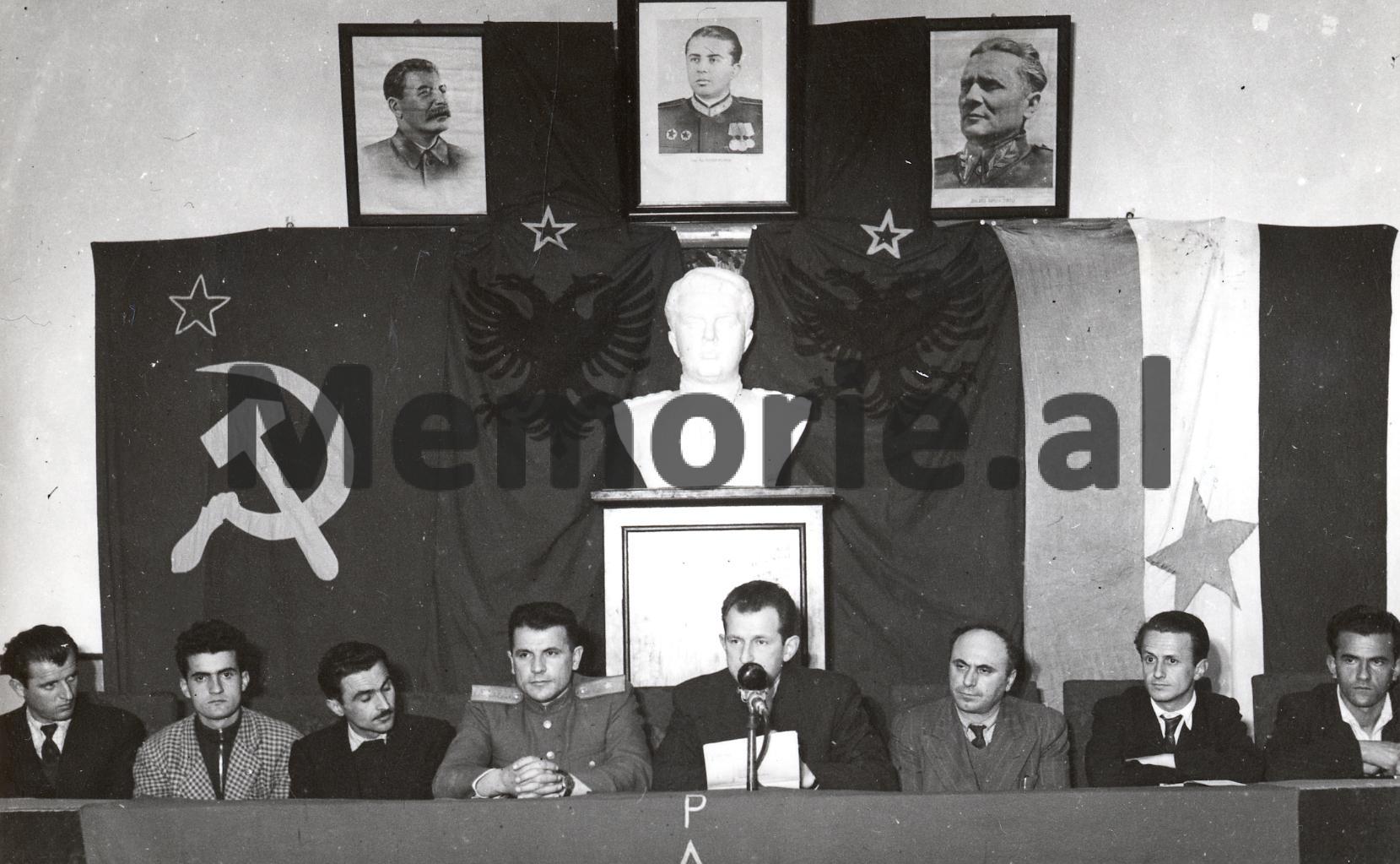 Tuk-Jakova-gjate-nje-mbledhje-1948