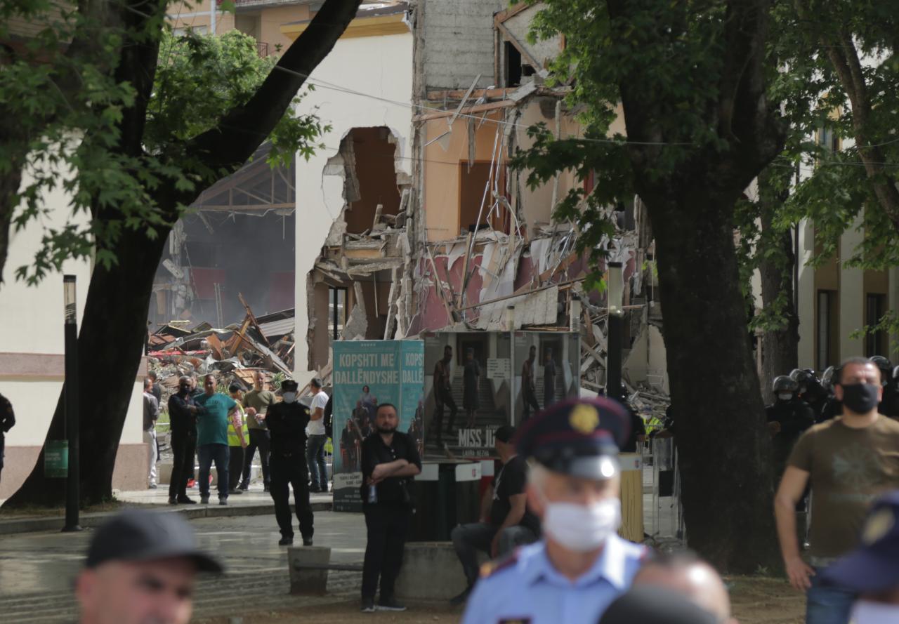 perplasja-protesta-Teatri-dhuna-policia-konfikti-goditjet (2)