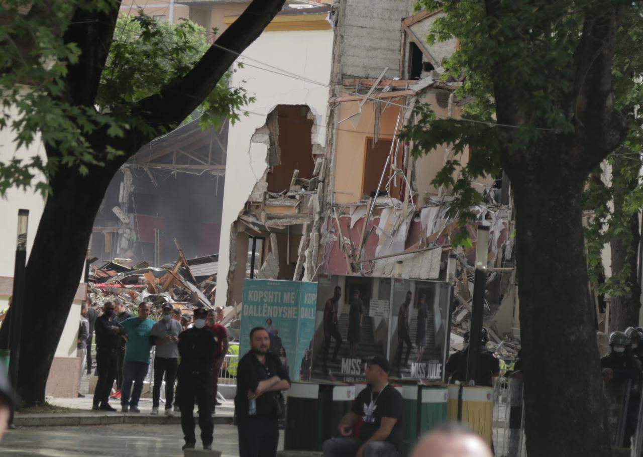 perplasja-protesta-Teatri-dhuna-policia-konfikti-goditjet (3)