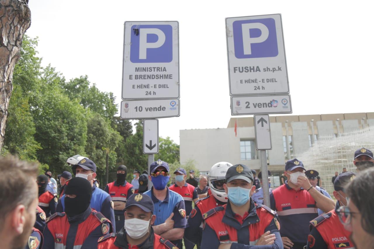 perplasja-protesta-Teatri-dhuna-policia-konfikti-goditjet (33)