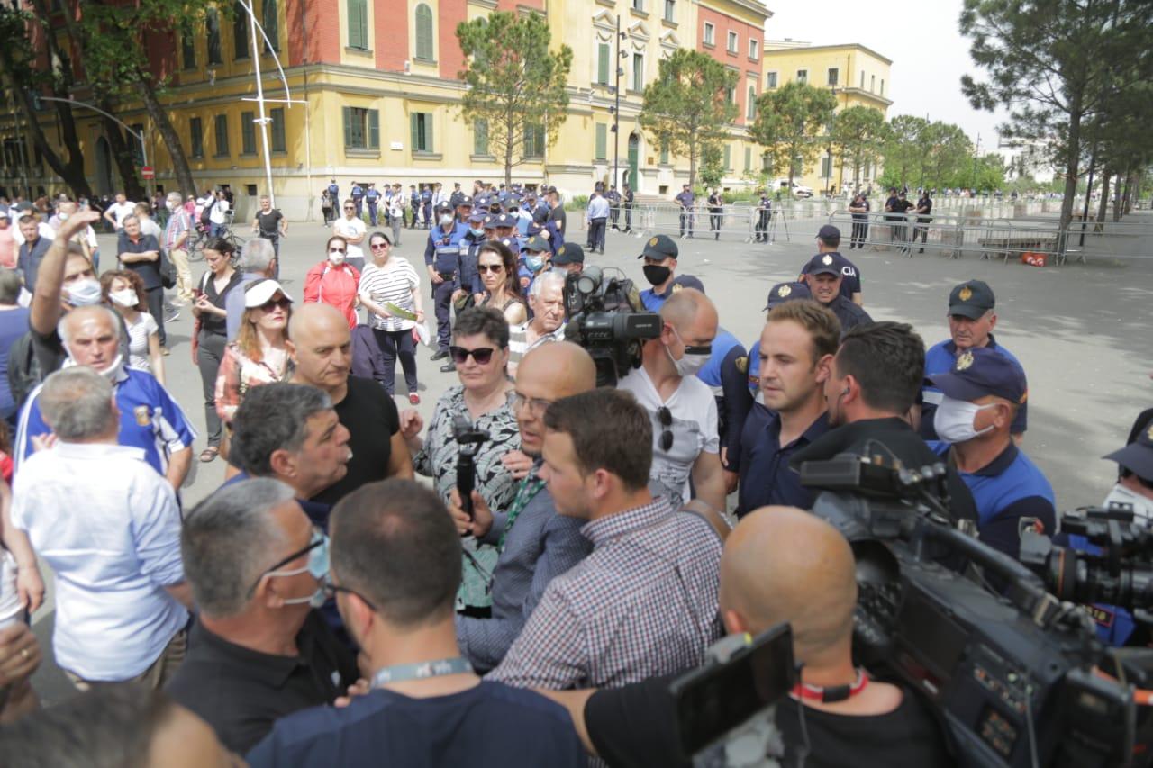 perplasja-protesta-Teatri-dhuna-policia-konfikti-goditjet (34)