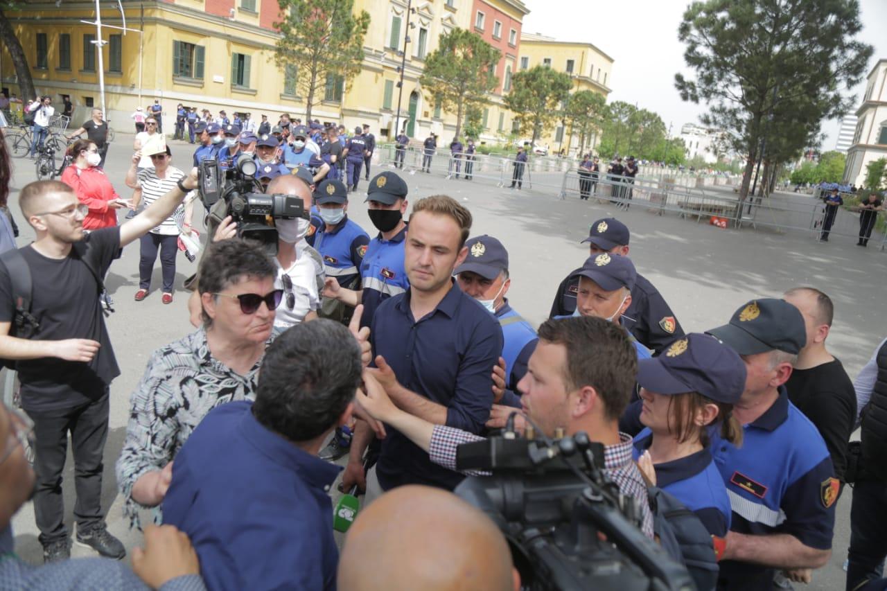 perplasja-protesta-Teatri-dhuna-policia-konfikti-goditjet (35)