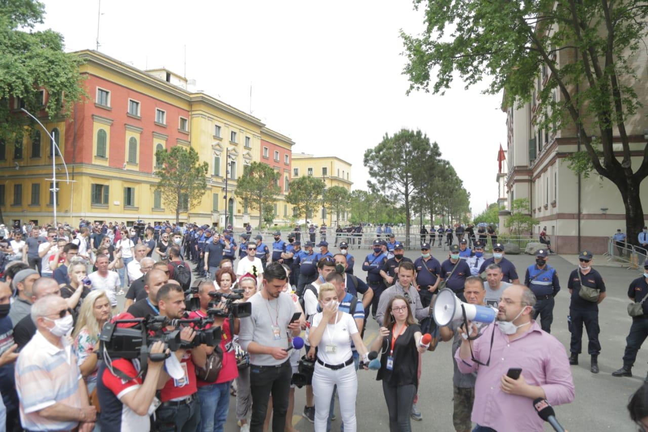 perplasja-protesta-Teatri-dhuna-policia-konfikti-goditjet (37)