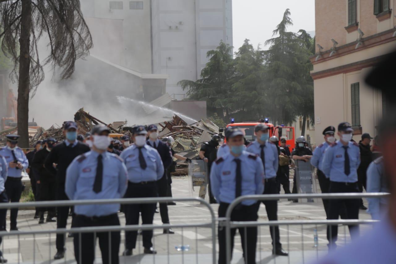 perplasja-protesta-Teatri-dhuna-policia-konfikti-goditjet (4)