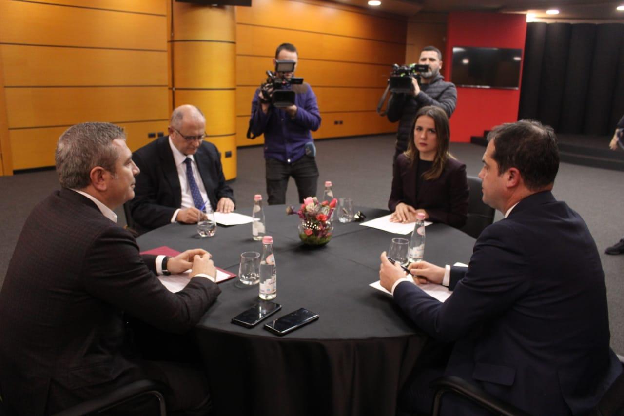 Zbardhet axhenda e mbledhjes/ Rikthimi i tryezës, ku ndahen PD dhe PS për administrimin e zgjedhjeve