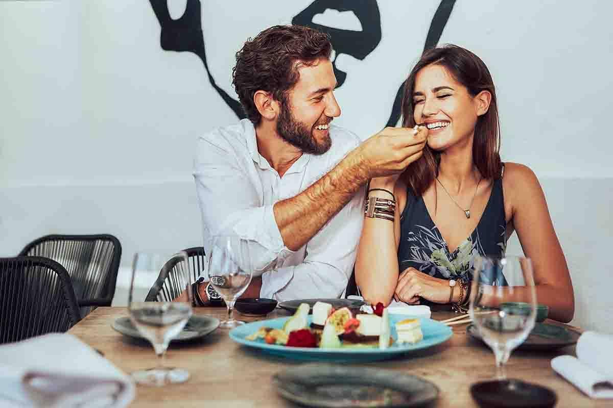 AdobeStock_coppia-felice-dessert