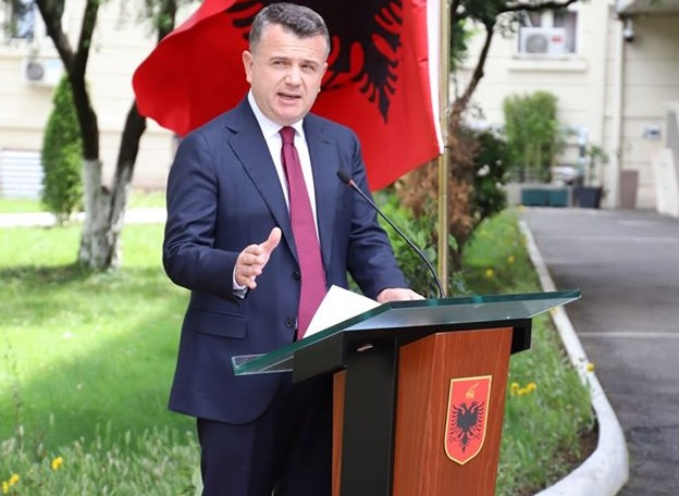 Raporti i KE  Reagon Balla  Shqipëria përparim drejt kërkesave nga raporti i dytë