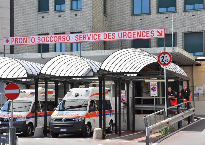 L'ex presidente della Camera Luciano Violante è ricoverato nel reparto di rianimazione dell'ospedale Parini di Aosta, in prognosi riservata. Violante si trovava a Cogne dove trascorre solitamente le vacanze, 4 agosto 2016. ANSA/THIERRY PRONESTI