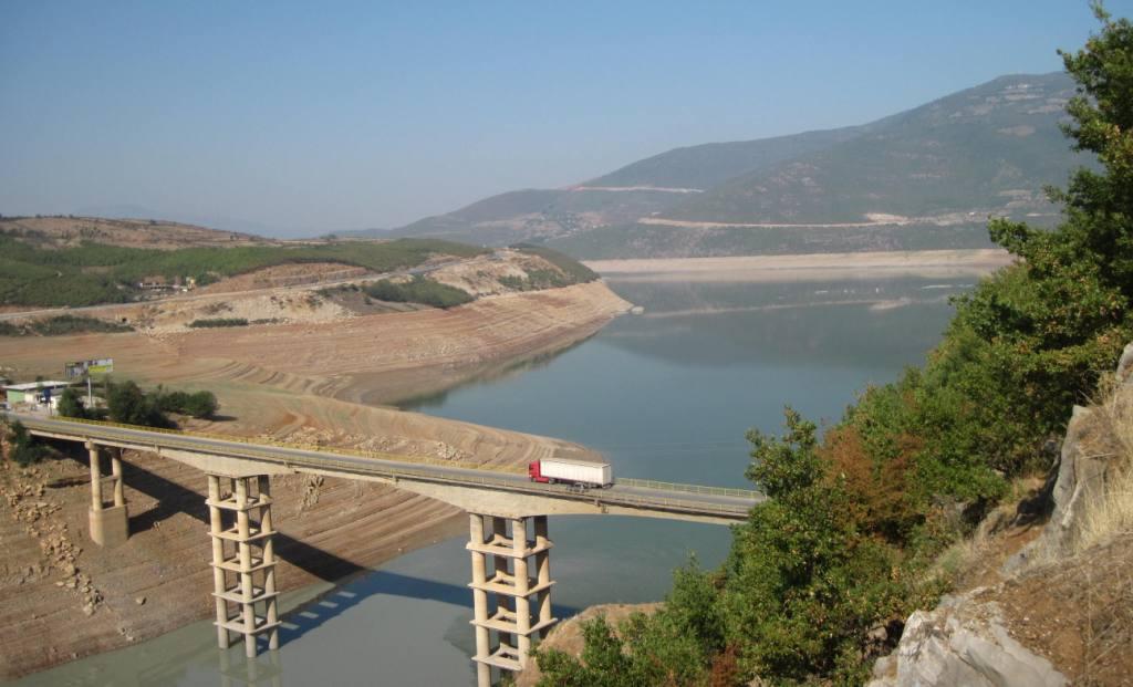 ura-e-Kukesit-dhe-liqeni-Fierze