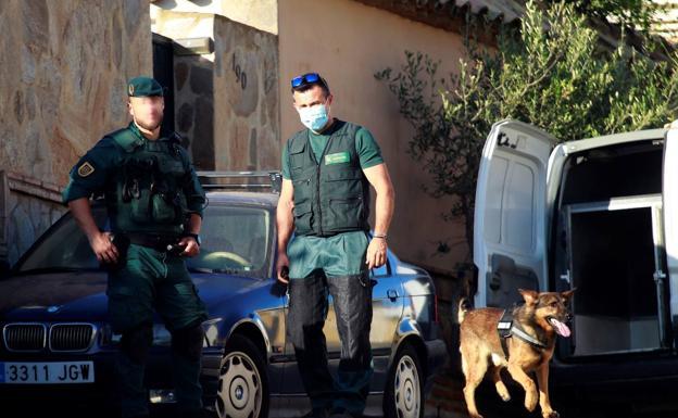 Kapen mbi 150 mijë euro dhe një sasi të madhe droge  Policia spanjolle dhe Dea çmojnë organizatën e drejtuar nga shqiptarë  Detaje mbi aksionin që çoi në
