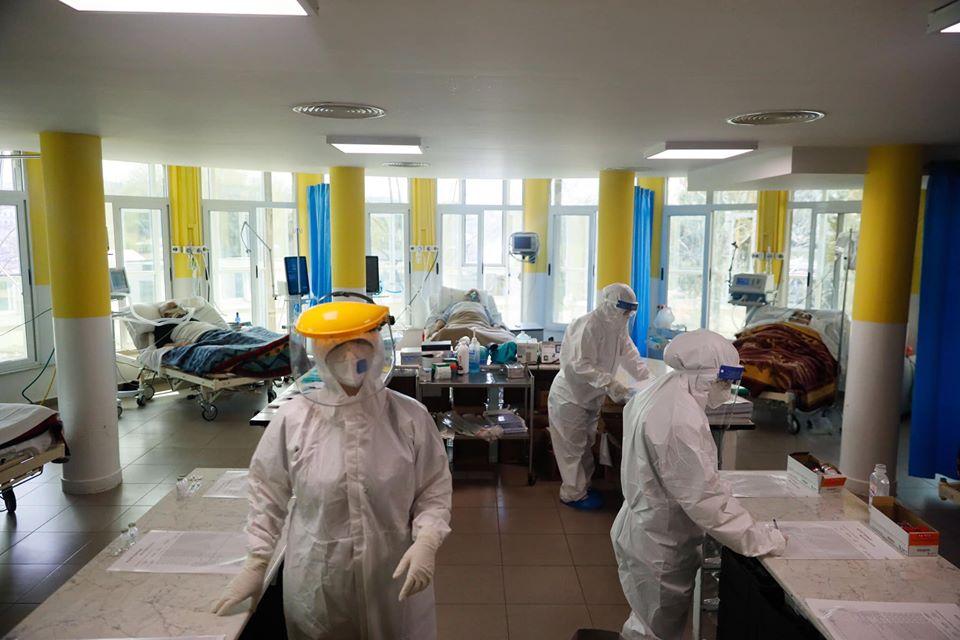 Pas 10 qershorit situata në Shqipëri u përkeqësua- Zëri i Amerikës: Problematike mbetet situata në spitalin Infektiv