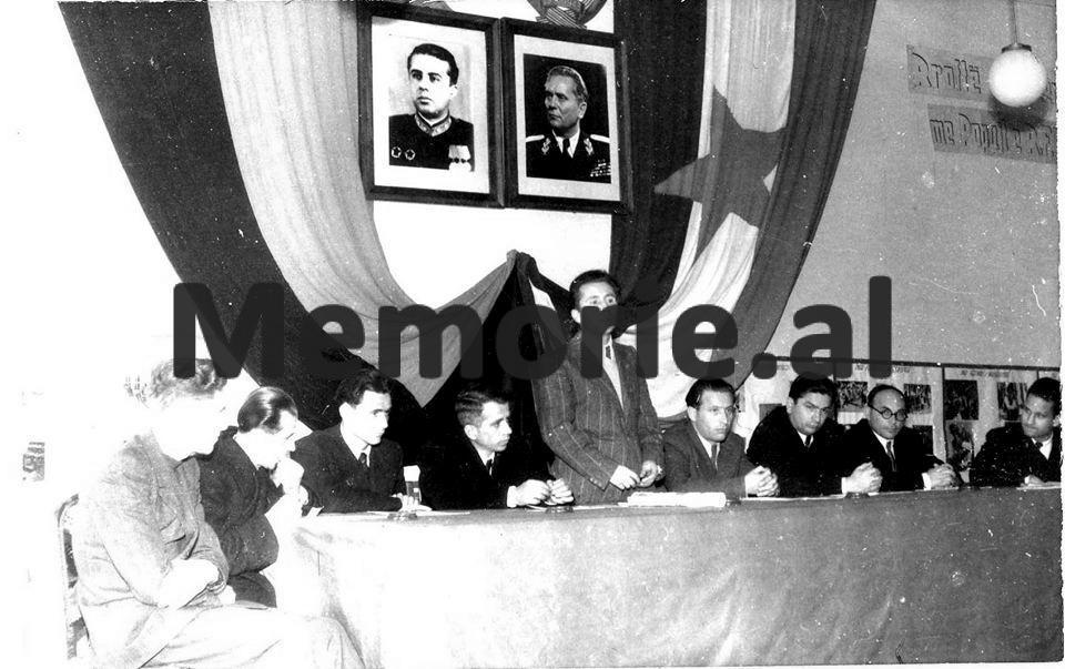 Nesti-Kerenxhi-Drejtor-i-Sigurimit-te-Shtetit-dhe-Zv-Minister-i-Brendshem-se-bashku-me-Byrone-Politike-duke-folur-per-miqesine-shqiptaro-jugosllave.-Tirane-1948-1