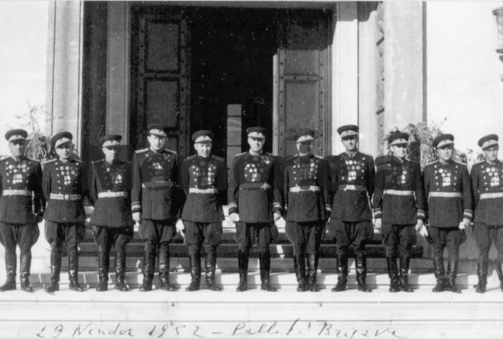 Enver-Hoxha-Mehmet-Shehu-dhe-eksponente-e-tjere-te-ushtrise-dhe-sigurimit-1950