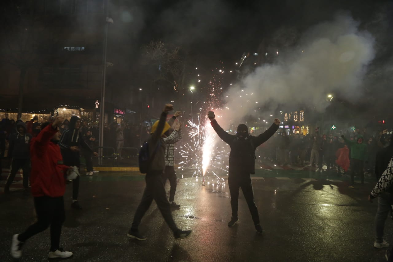 Protesta-dhuna-klodian-rasha-doreheqja-sander-lleshaj-policia-gazilotsjelles-tym-gure-flake (29)
