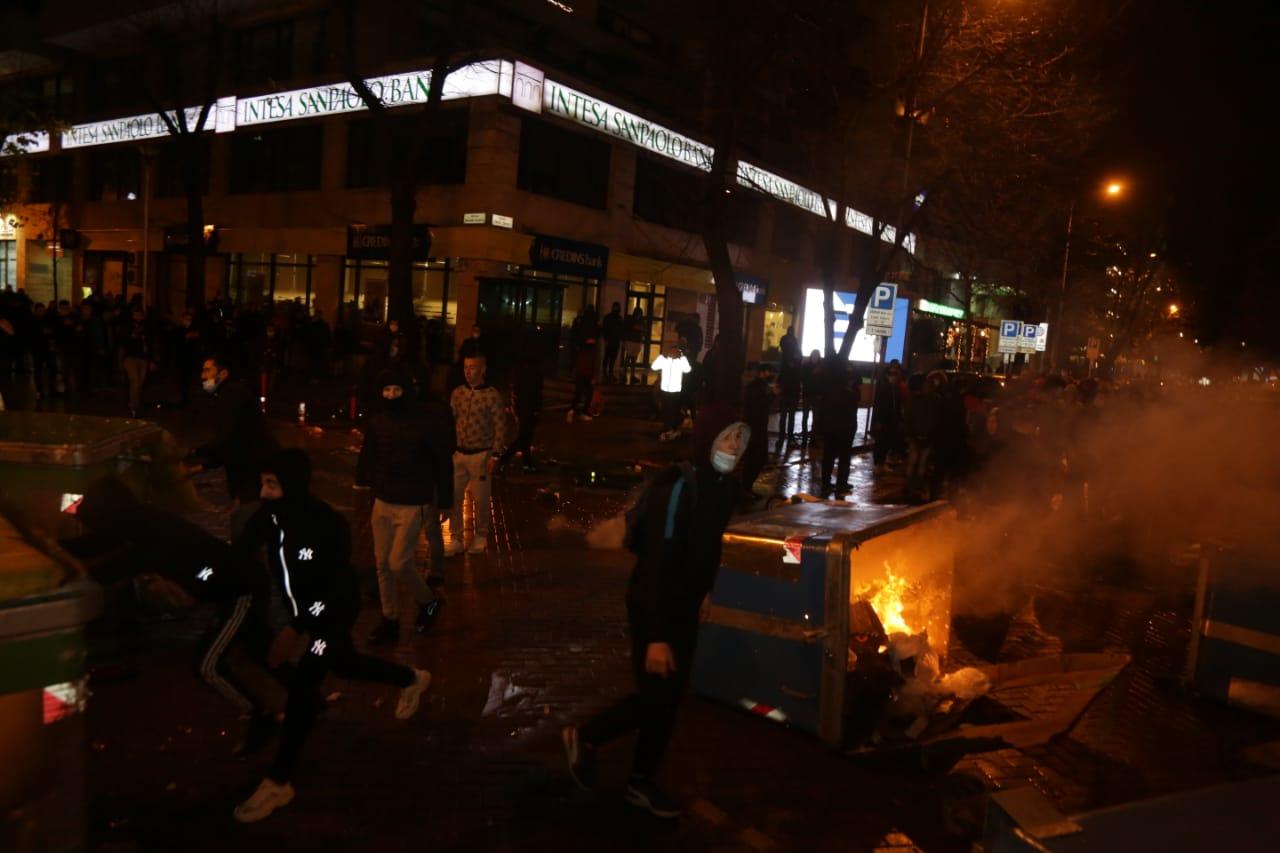 Protesta-dhuna-klodian-rasha-doreheqja-sander-lleshaj-policia-gazilotsjelles-tym-gure-flake (31)