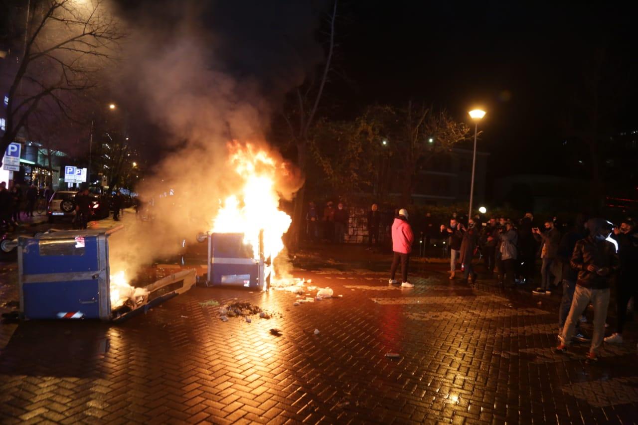 Protesta-dhuna-klodian-rasha-doreheqja-sander-lleshaj-policia-gazilotsjelles-tym-gure-flake (33)