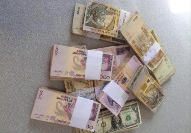 leke para rroge-dollare