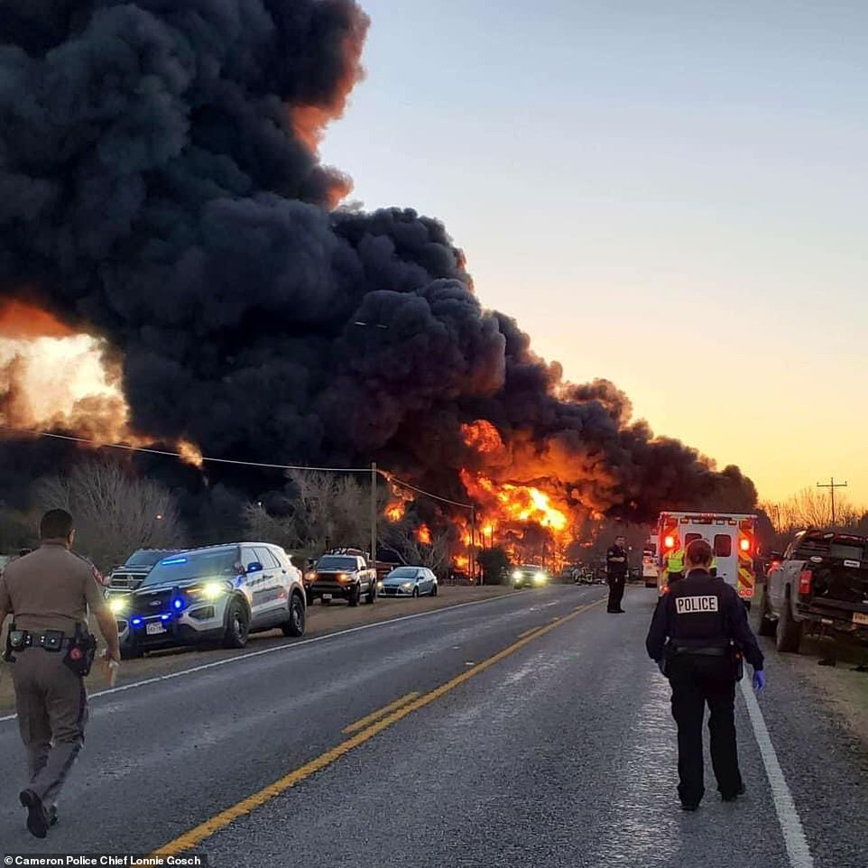 39671328-9291369-A_train_collided_with_an_18_wheeler_in_central_Texas_on_Tuesday_-a-11_1614095360636