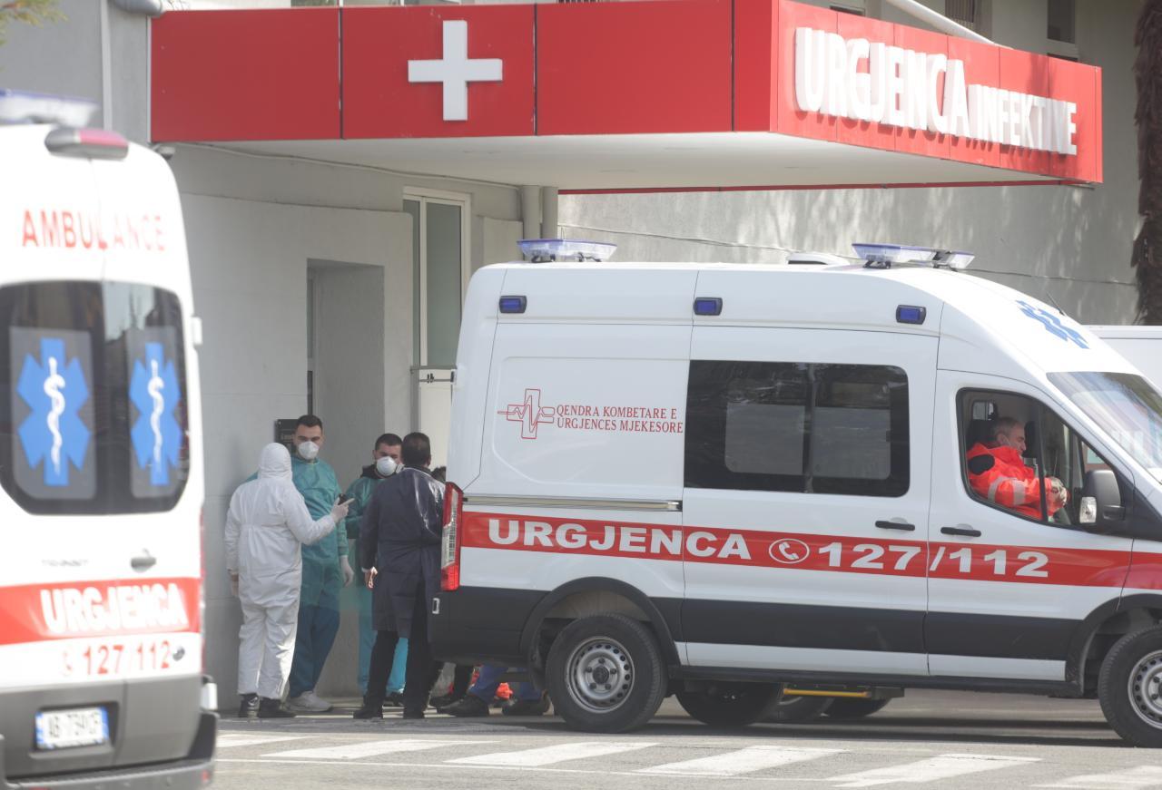 spitali infektiv-covid-te-burgosur-ambulance (18)