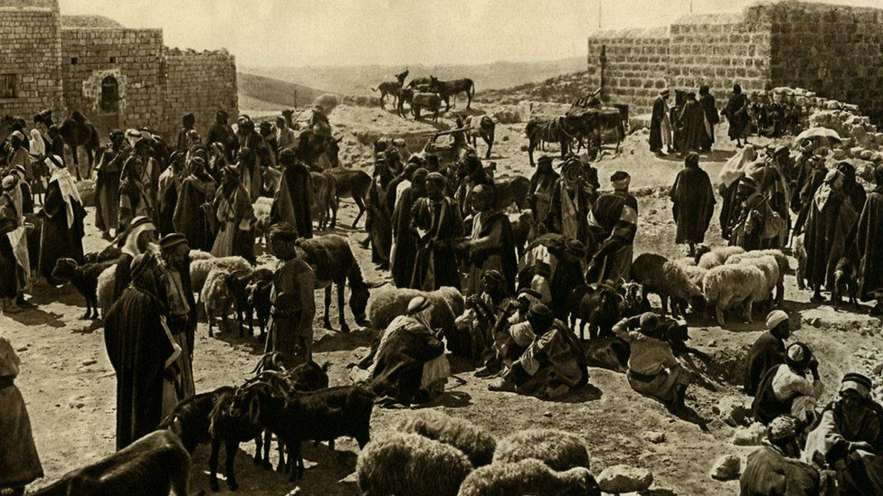 Britania e Madhe mori kontrollin e zonës së njohur si Palestina pasi sundimtari i asaj pjese të Lindjes së Mesme, Perandoria Osmane, u mund në Luftën e Parë Botërore.