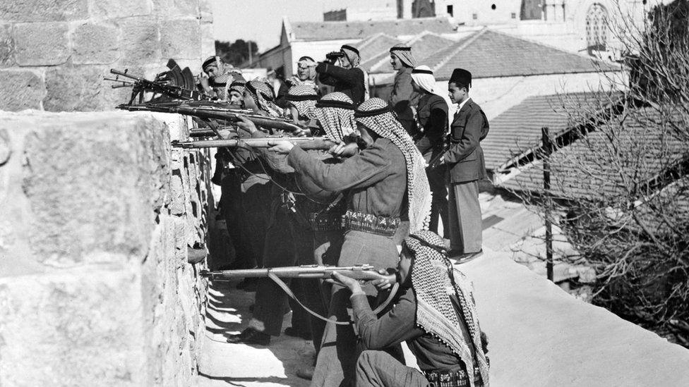 Midis viteve 1920 dhe 1940, rritet numri i hebrenjve që arritën atje pas Holokaustit të Luftës së Dytë Botërore.