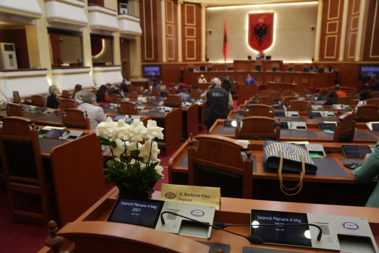 deputetet-1-minute-heshtje-bashkim-fino-parlament (1)